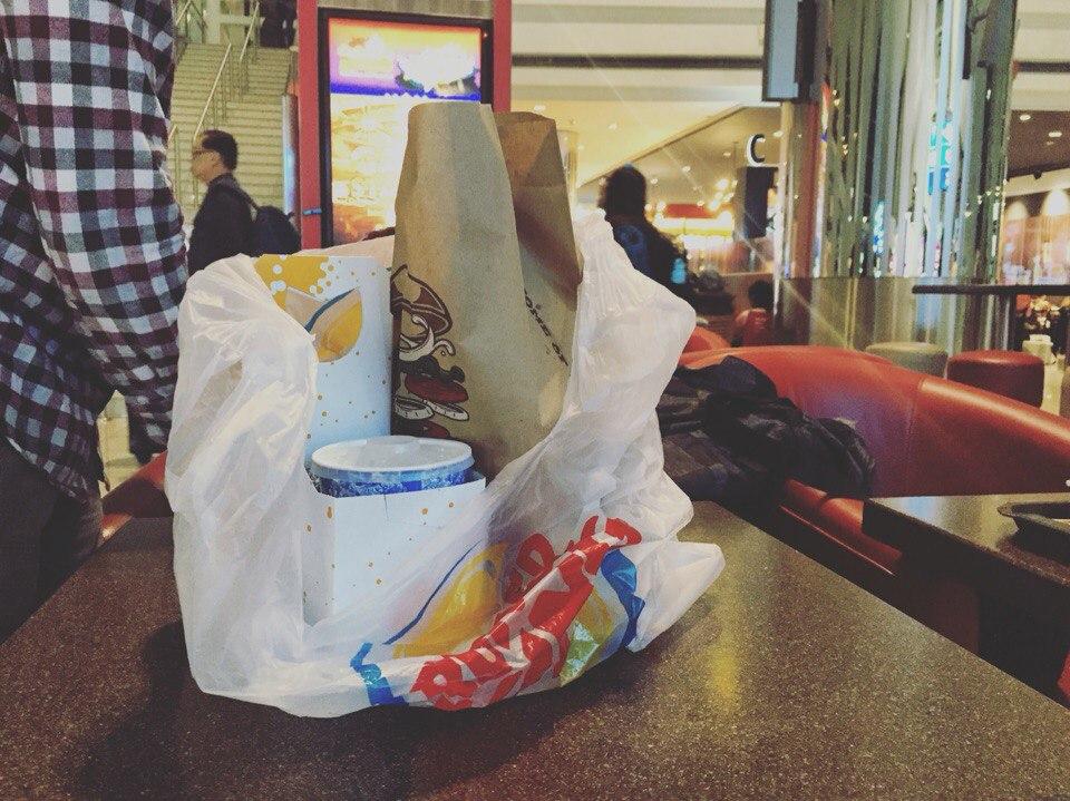 Еда в аэропорте Дубаи