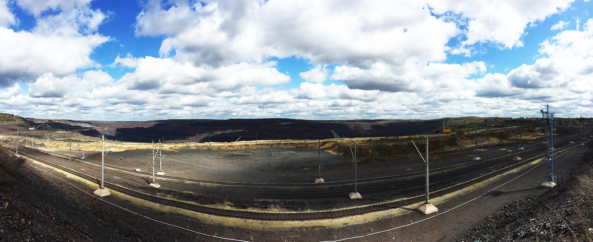Михайловское месторождение, вокруг которого вырос молодой Железногорск, разрабатывается с 1960 г. Градообразующее предприятие — Михайловский горнообогатительный комбинат. Общие запасы руды — 11 млрд тонн.